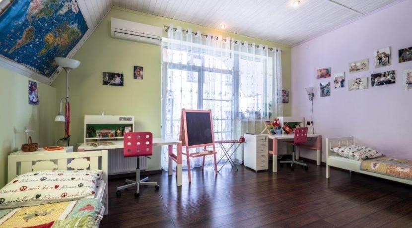 Продажа 4-комнатной квартиры в Быхте 10
