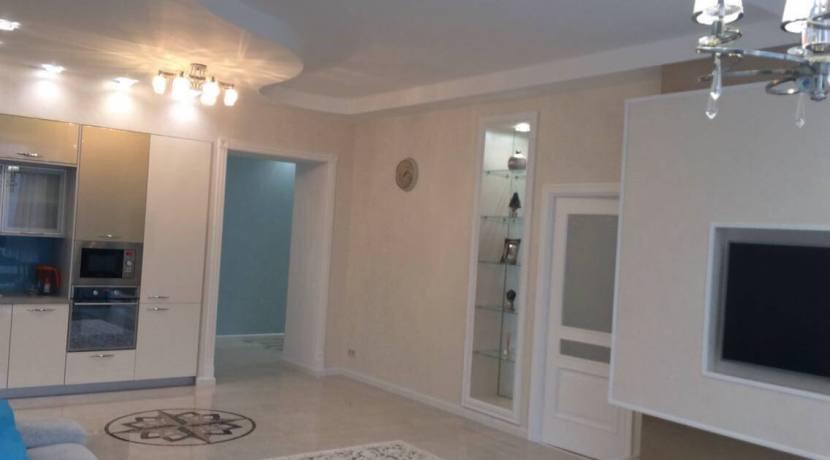 Продажа 3-комнатной квартиры в ЖК Лазурный берег 11