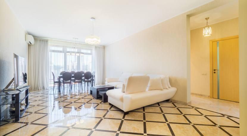 Продажа 3-х комнатной квартиры по ул. Роз, 52-14