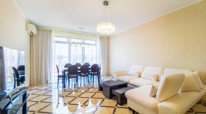 Продажа 3-х комнатной квартиры по ул. Роз, 52-15