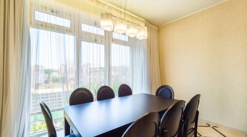Продажа 3-х комнатной квартиры по ул. Роз, 52-18