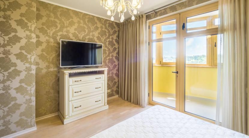 Продажа 3-х комнатной квартиры по ул. Роз, 52-36