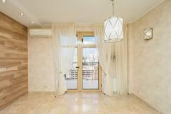 Prodazha 3 h komnatnoj kvartiry po ul. Roz 52 43 244x163 - Продажа 3-х комнатной квартиры по ул. Роз, 52 (110 м²)