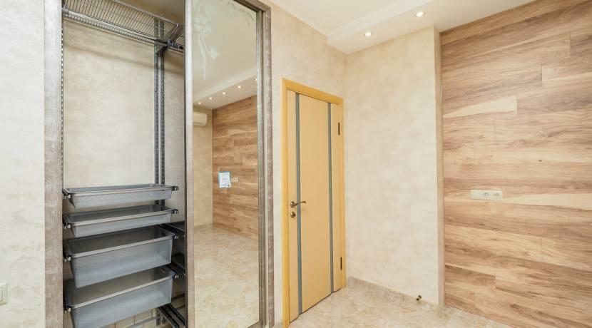 Продажа 3-х комнатной квартиры по ул. Роз, 52-44