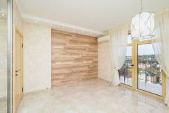 Продажа 3-х комнатной квартиры по ул. Роз, 52-45