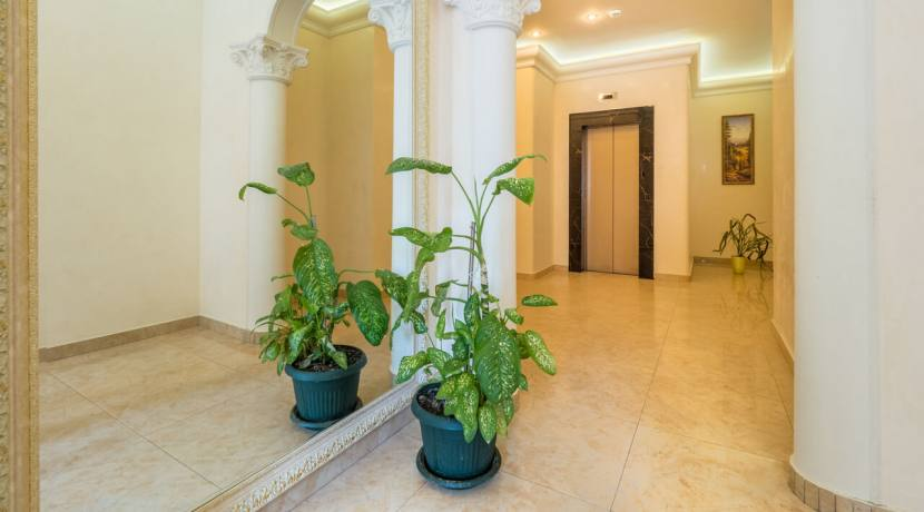 Продажа 3-х комнатной квартиры по ул. Роз, 52-7