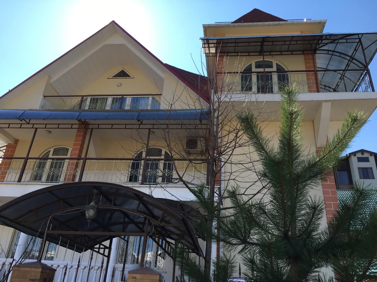 Продажа дома по ул. Защитников Кавказа 76/14 (300 м²)