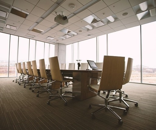 conference room 768441 640 1 - Как можно инвестировать в недвижимость?
