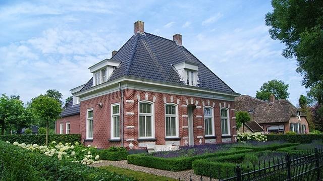giethoorn 2481497 640 - Как можно инвестировать в недвижимость?