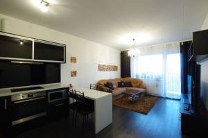 new modern bedroom apartment rent kaunas centre 2e169ecaaf4d42c3f2d59b66b1021af0 300x199 - Плюсы и минусы покупки однокомнатных квартир